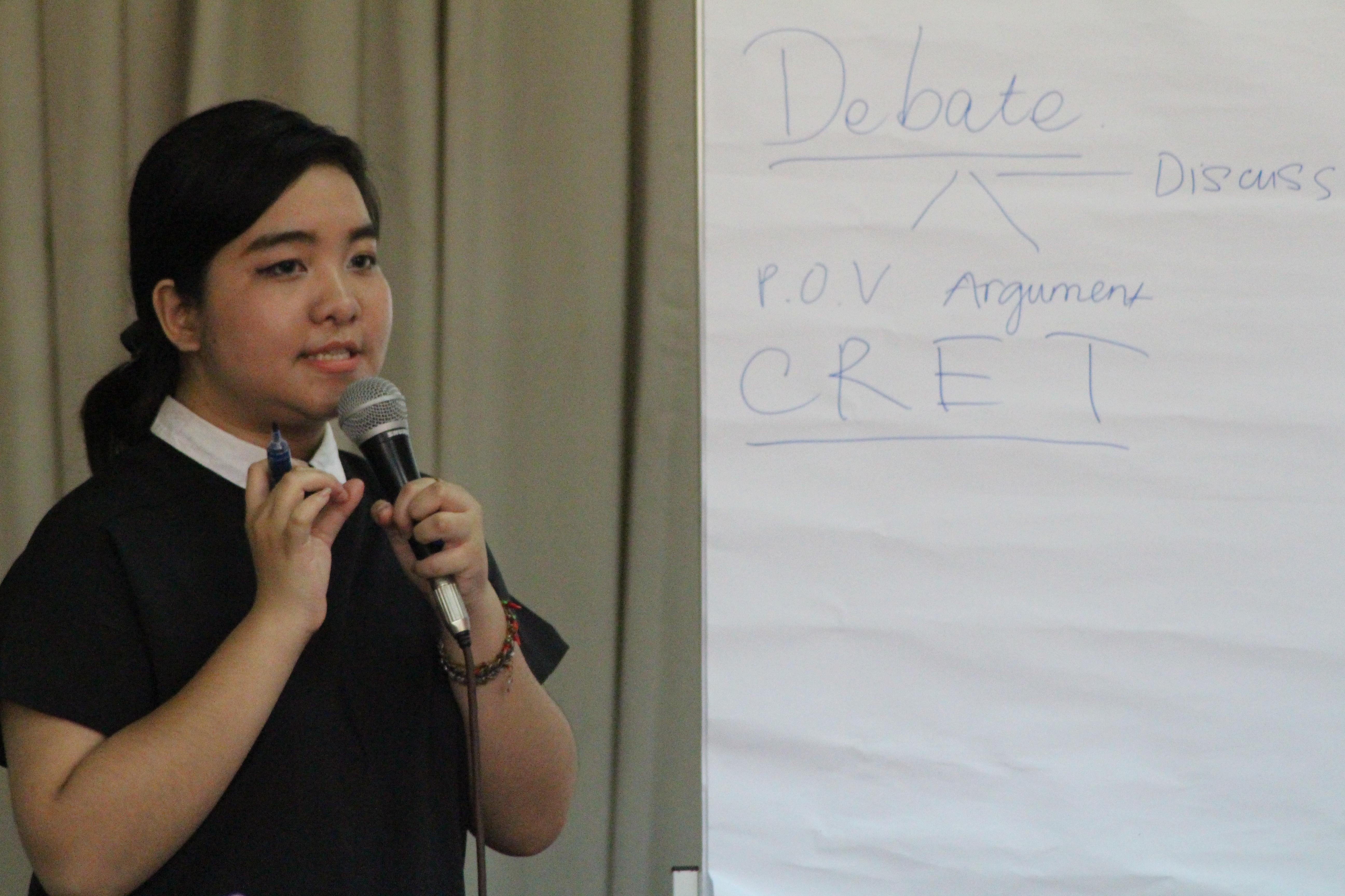 Chị Vũ Phượng Nghi Phó Viện trưởng viện Nghiên cứu trẻ Think Tank YVN