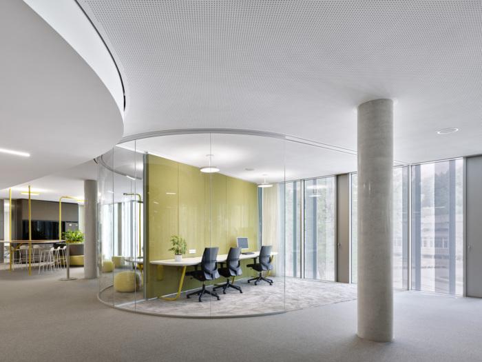 văn phòng nhiều ánh sáng tự nhiên