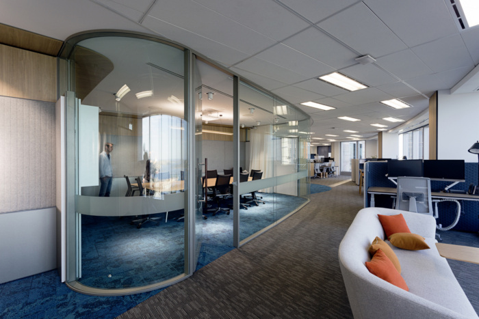 Thiết kế phòng họp với vách ngăn bằng kính