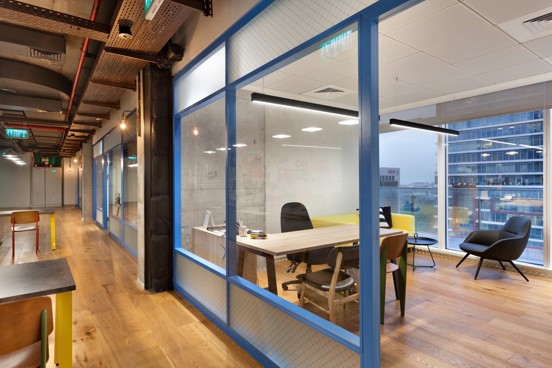 Giải pháp cho phòng họp nhỏ với vách kính