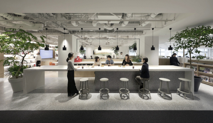 Tham khảo thiết kế văn phòng Mumine có thiết kế tối giản tại Tokyo