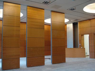 Dùng vách ngăn di động trong thiết kế nội thất văn phòng