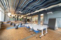 Trang trí trần và khoong gian văn phòng với phào gỗ