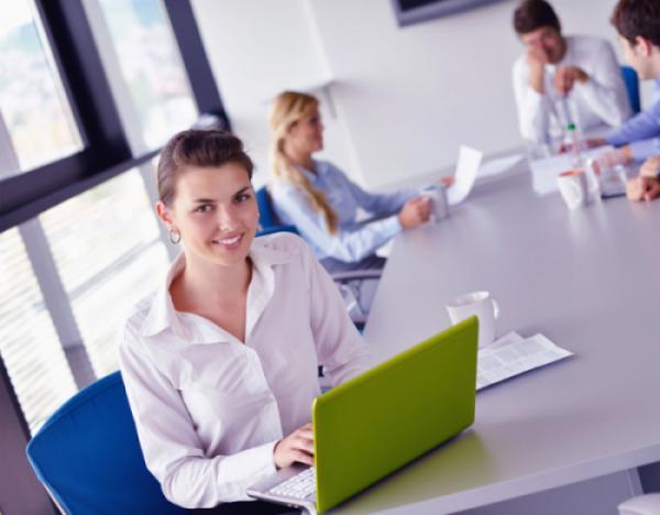 Thiết kế văn phòng phù hợp với không gian, tính chất văn phòng.