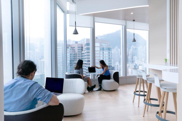 thiết kế văn phòng mở tận dụng ánh sáng tự nhiên