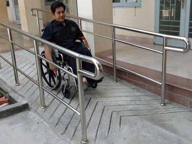 thiết kế văn phòng có lối đi cho người khuyết tật