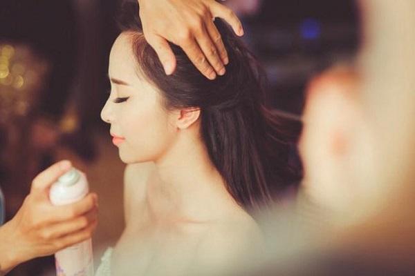 Sử dụng xịt khoáng trong Makeup chuẩn Beauty Blogger