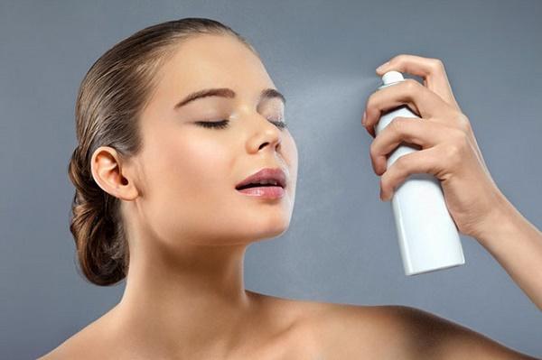 Xịt khoáng nên dùng loại nào để tốt cho da