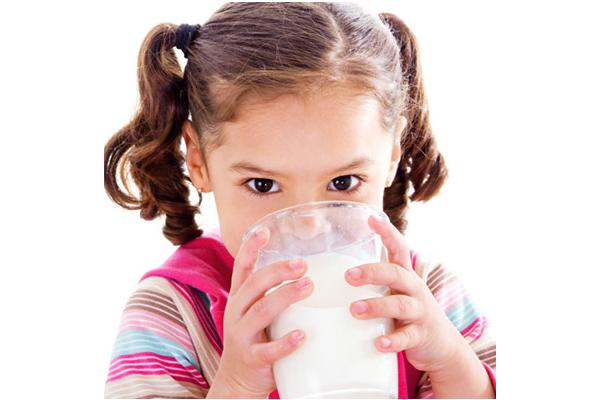 Dinh dưỡng cho bé giai đoạn chuyển tiếp sau cai sữa mẹ
