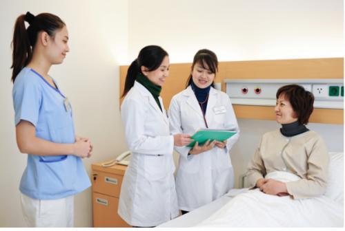 Học điều dưỡng nắm bắt cơ hội