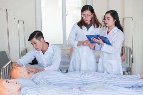 Điều dưỡng viên và Y tá khác nhau như thế nào ?