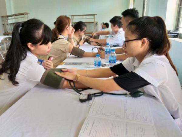 Khám sức khỏe cho Tân Sinh viên