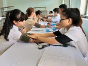 Khám sức khỏe đầu khóa cho các Tân sinh viên