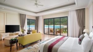 {SIÊU RẺ} Voucher phòng ngủ tại Vinpearl Nha Trang Golf Land Resort & Villas - Family Suite 2N1Đ + Ăn Sáng + Vui chơi không giới hạn tại Vinpearl Land (Cao điểm)