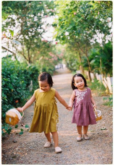 Bé vui chơi tại công viên thực vật cảnh Việt Nam