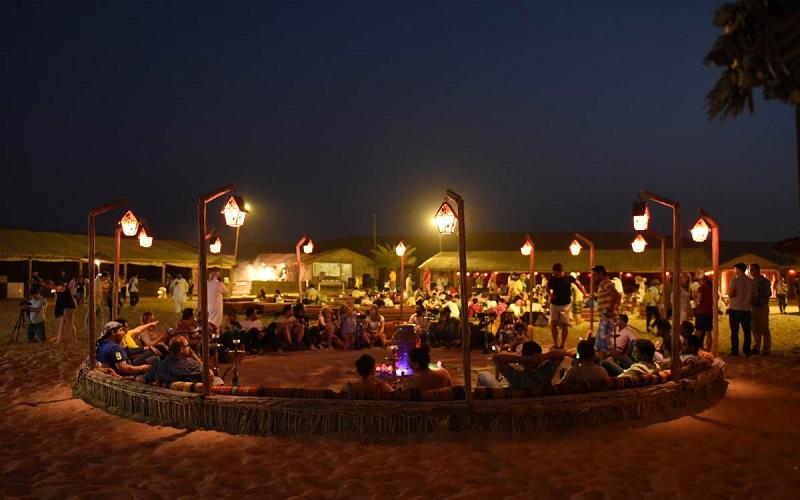 Ăn tối trên sa mạc ở Dubai