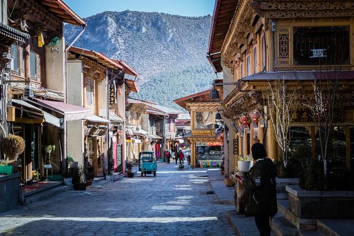 Ngắm Shangri-La vắng vẻ, yên bình lạ thường làm say lòng lữ khách