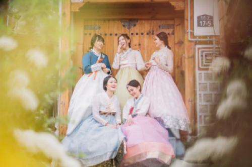 Câu chuyện đằng sau chiếc Hanbok duyên dáng của phụ nữ Hàn