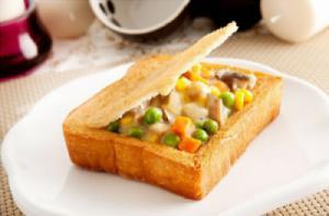 """Bánh mì quan tài - đặc sản """"made in Đài Loan"""" khiến du khách thích thú"""