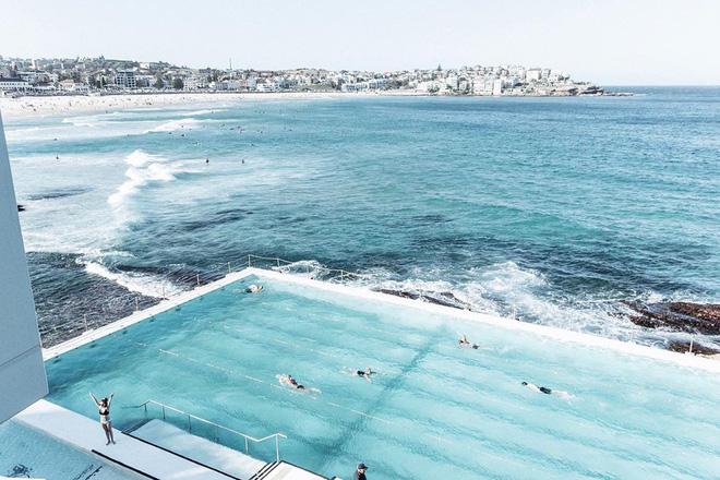 Đến Sydney tắm hồ bơi bên cạnh bãi biển sóng cao ngất ngưởng