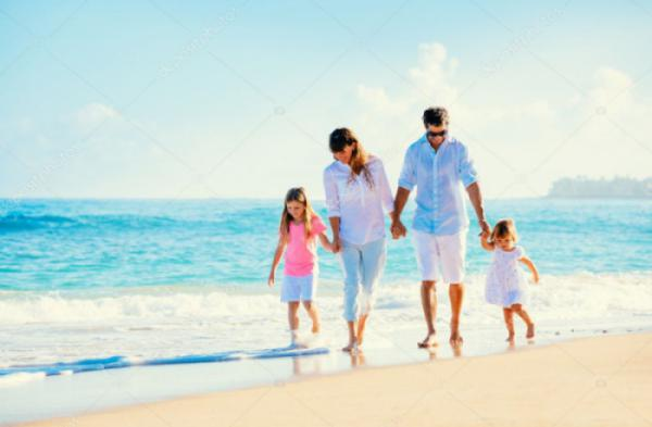 depositphotos_41823047-stock-photo-happy-family-on-the-beach