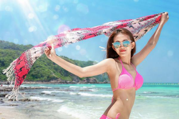 asian-lady-travel-on-the-beach-in-summer-season-at-pattaya-beach-anek-suwannaphoom